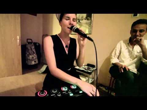 LaCris Talks singing at the Ideami Vegan Wars Dinner
