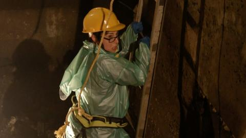 Sue Perkins goes down a Kolkatan sewer - Kolkata with Sue Perkins Preview - BBC One